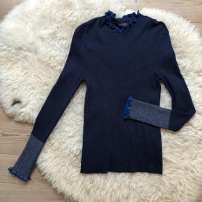 Soaked in luxury bluse i navy med glimmer detalje💙 Str. M, men synes den er lidt lille i størrelsen.