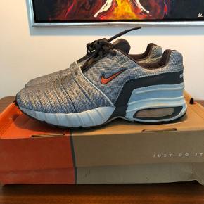 Nike Air Turbolence fra 2000  Str. 45 - OG box medfølger  Rigtig grov sko med 20 år på bagen - ikke en du kommer til at finde igen