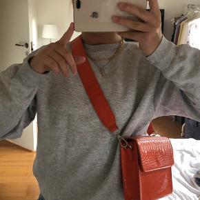 Sælger denne flotte orange taske fra Hvisk. Den er brugt meget få gange og fremstå derfor som ny.