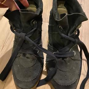 Sælger mine isabel marant Bobby sneakers De er slidte, men stadig i en fin stand. Str 41