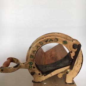 Retro brødskærer fra Raadvad. H:22 cm L: 28 cm