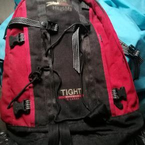Velholdt Haglöfs tight pro XL rygsæk sælges. Den kan indeholde 30L. Støvet på billedet, det kan let vaskes af. Ny pris: 899 kr. (Ny type idag 1.099 kr) Byd gerne 🙂