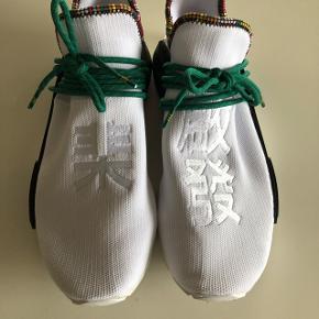 Købt på Adidas appen for 1849. Gået med 2 gange. Skriv endelig for yderligere billeder eller spørgsmål.