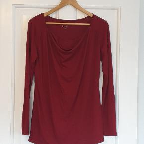 Langærmet amme T-shirt fra Pomkin, str. Large, i Bordeaux. Har aldrig været brugt.