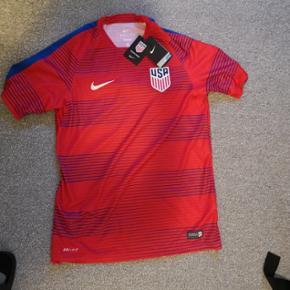 Fodboldtrøje landsholdstrøje USA, Nike, str M. Ny og ubrugt, stadig med mærke.  Nypris har været ca 500,- Pris = 150,- (+33,- inkl porto).