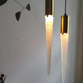Vitrika istap lamper. Lille fatning til 25W. Børstet messing med akryl istap. Måler 57 cm. Sælges kun samlet og sendes ikke. Koster 1200,- #vintage #retro #genbrug #lampe #pendel #istaplampe #vitrika