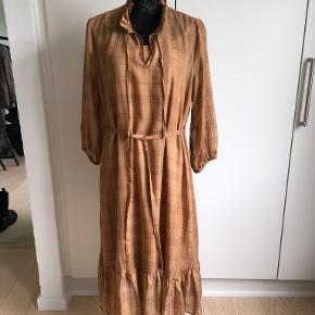 Love&Divine kjole