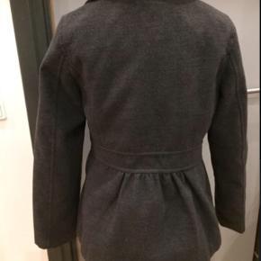 Skøn jakke der kun er brugt en enkelt gang