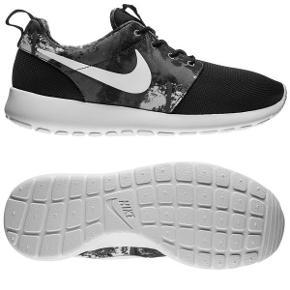 Sælges da jeg har 2 andre Nike Roshe Run modeller udover denne