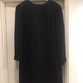 Super fin kjole - billedekvaliteten er desværre ret dårlig.  Str. It 46, men svarer til M.  Brugt 2 gange så i fin stand.
