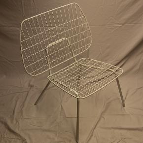 Sælger 2 String Lounge WM fra menu. Prisen er for to stk. Ved køb af en stol er prisen 1150,- stykket.  Stolene er ubrugte og har altid stået tørt.  Stolene er perfekt til et lille hyggeligt hjørne i haven, på terrassen eller altanen. Yderligere kan stolen sagtens bruges indendørs - alt i alt en perfekt all round stol til en god pris.  Ny pris kr 1995,- pr. stk.  Ønsker du flere billeder, har du spørgsmål eller andet er du velkommen til at kontakte mig.