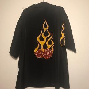 Super fedt skjorte kun vasket 1 gang str XL Byd