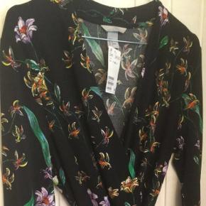 Helt ny slå om kjole fra H&M. Str. M,Sælges for 190 kr - eller måske dit bud!😊