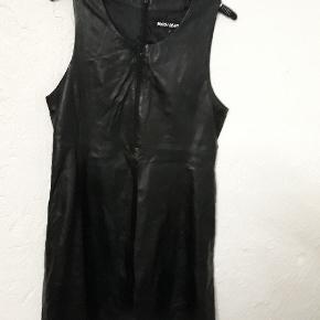 Broch Leather Kjole