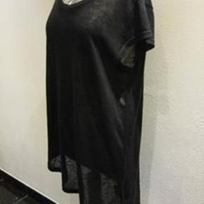 Gestuz top Bm 2x55 cm Længde 71 cm hvor den kortest - længere i den ene side og bagpå - polyester/cotton - 60 kr. plus porto (m8876)