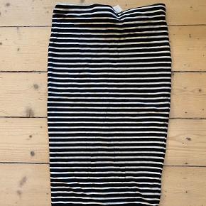 Basic tube nederdel med striber.