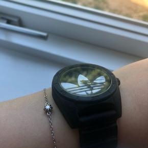 Rigtig smart ur. Skriv for interesse❤️Tror at det er et børneur, men det kan passe mange forskellige:)