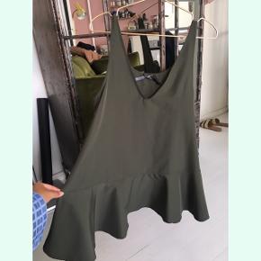 Smukkeste lovechild top i størrelse 36. kan bruges som en kort kjole, hvis man ikke er så høj. 🍃