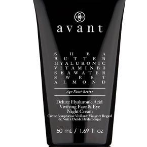 Deluxe Hyaluronic Acid Vivifying Face & Eye Night Cream fra Avant Skincare.  Helt nye og uåbnet.   Begge er på 50 ml. Nypris pr. stk. er 98£ (821 kr.)  Sælges til 150 kr. plus porto pr. stk. Sælges samlet for 250 kr. plus porto.  Bytter ikke.