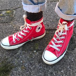 Røde converse all star str 37  De er brugt men har ingen slid eller huller. Vaskes inden afsendelse