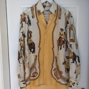 Vintage Hermes skjorte i meget god stand og 100% silke.Mangler en knap, men dette ses ikke hvis man bruger en sikkerhedsmål. Knapperne er ikke specielle, så man kan også sagtens finde en der ligner og sy den i.  Str: 42 - svarer til 38-40 (jeg er selv en størrelse 36-38 og har brugt den oversized) Mp: 3500