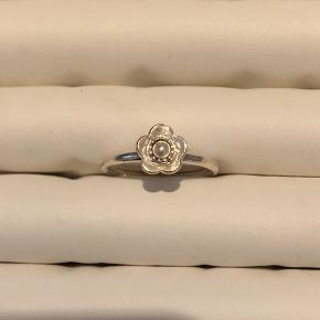 Ring blomst og perle fra spinning i sølv  Str. XS  Byttes ikke - mulighed for afhentning