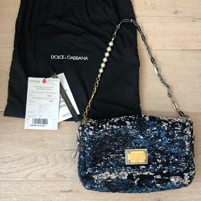 Paillet taske fra Dolce & Gabbana   Købt på Vestiaire Collective. Jeg har dog kun brugt den 2 gange. Standen er rigtig god. Der medfølger dustbag og certifikat fra Vestiaire Collective.