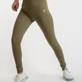 Sælger disse lækre dreamy leggings fra gymshark i farven khaki 😍 De er helt nye stadig med prismærke Mp er 450 Np er 649