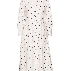 Ganni kjole str.40  Passe af en small medium :)  Kom med et bud