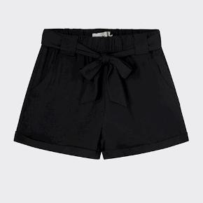 """Sorte shorts fra Moves. Har desværre mistet """"bæltet"""".🌸  Byd gerne 🤍 køber betaler fragten. Bytter ikke. Skriv endelig for flere informationer."""
