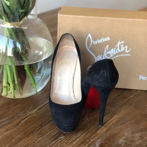 Behagelig sko 14 cm med platue i suede. Model Bianca