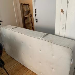 1 1/2 år gammel madras, købt i IKEA for 2500. Sælges nu for 450.  Hent selv.