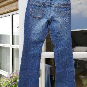 JSFN Jeans Str. 32/32 Der er 2 % strech i.
