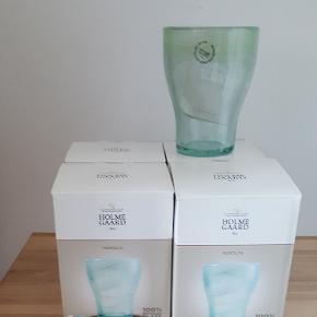 4 holmegaard nordlys glas i grønlig model, aldrig brugt. Nyprisen er 4 for 399 kr