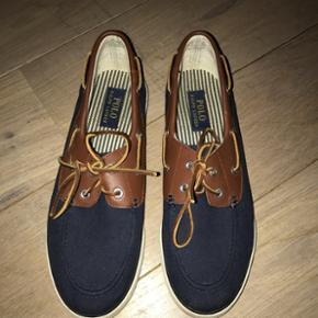 Lækre sko fra Ralph Lauren til en mand, str.42Nypris: 750kr