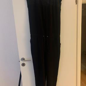 Modström buksedragt