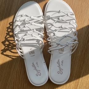 Revolve sandaler