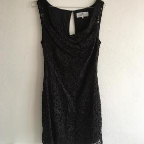 Varetype: Blonde kjole Farve: Sort Oprindelig købspris: 2200 kr.