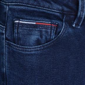 Lækre jeans. Fejler intet og kan nærmest ikke ses at de har været brugt. Str. 25/34