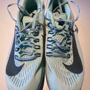 ♻️Brugt 1,5 time til fitness♻️ Neutral løbesko - kan også bruges til fitness 🔅str. 40,5 - måler 25,5 cm🔅