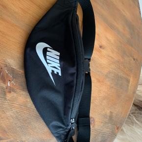 Nike bæltetaske