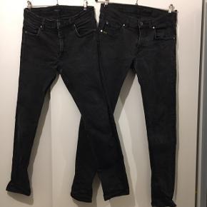 2 par slimfit strech jeans sorte sælges. Det ene par Tiger of sweden og det andet par lindeberg. Hedder 34/32 og 31/32. Begge par er ens i størrelserne og svarer til 31/32.  Begge par 300kr kr samlet.