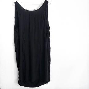 Pieces helt ny sort kjole   størrelse: M   pris: 100 kr   fragt: 37 kr