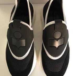Varetype: Sneakers Farve: Sort Oprindelig købspris: 2199 kr.  Brugt to gange, er som nye.  Bytter ikke.