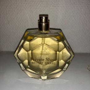 Sælger denne Britney parfume i 100 ml som aldrig er blevet brugt. Nypris 200kr