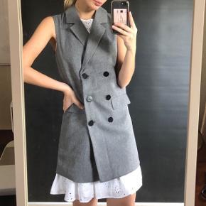 Super fin vest / kjole. Størrelsen er xs men fitter en s (og lille medium) ✨