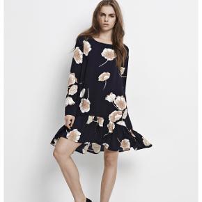 Envii kjole i str. xs, stor i størrelsen så passer en s. Kjolen er brugt få gange