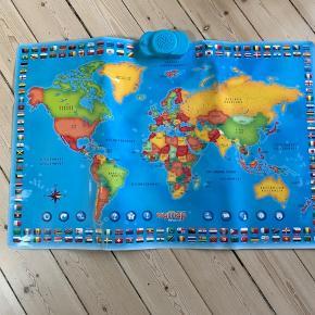 Helt nyt verdenskort med flag. Når man tænder for det og trykker på et land fortælles der en masse om det. 90x60