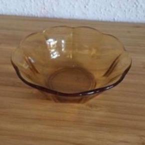 Glas skål -fast pris -køb 4 annoncer og den billigste er gratis - kan afhentes på Mimersgade 111 - sender gerne hvis du betaler Porto - mødes ikke andre steder - bytter ikke