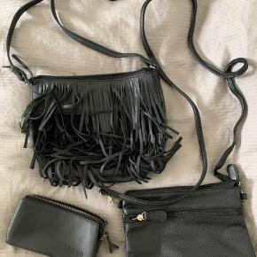 To crossbody tasker og en pung sælges samlet. Tasken med frynser er fra Pieces. De to andre dele fra Trend Accesories